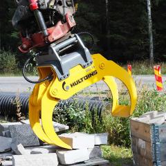 PHILIPP ForstWerkzeuge HULTDINS Multifunktionsgreifer MultiGrip16 beim Verlegen von Bordsteinen