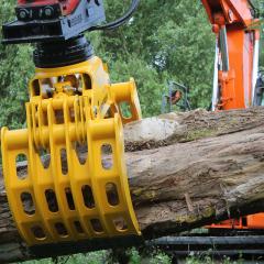 PHILIPP ForstWerkzeuge HULTDINS Multifunktionsgreifer Multigrip T beim Holzumschlag