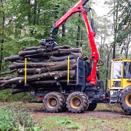 der-stärkste-und-robusteste-rundholzgreifer-von-hultdins-für-den-schweren-einsatz-king-of-grip-420-s-mit-hultdins-säge-easyconnect